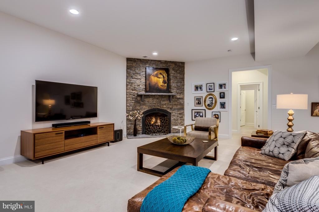 Cozy up by the elegant stacked stone fireplace - 23734 HEATHER MEWS DR, ASHBURN