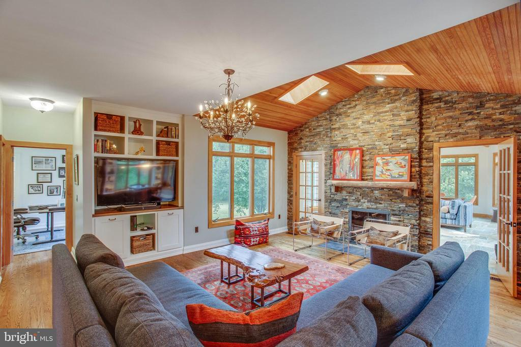 The stacked-stone continues in the family room. - 12060 ROSE HALL DR, CLIFTON