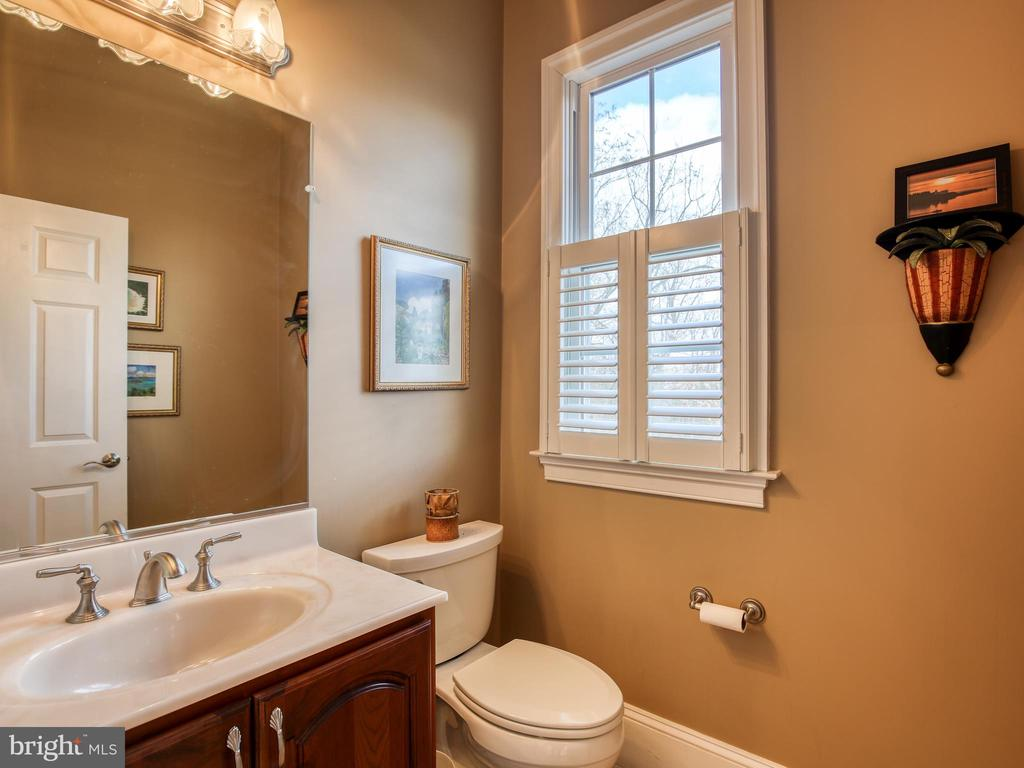 One of 2 Main Floor Powder Rooms - 641 STONYMEADE DR, WINCHESTER
