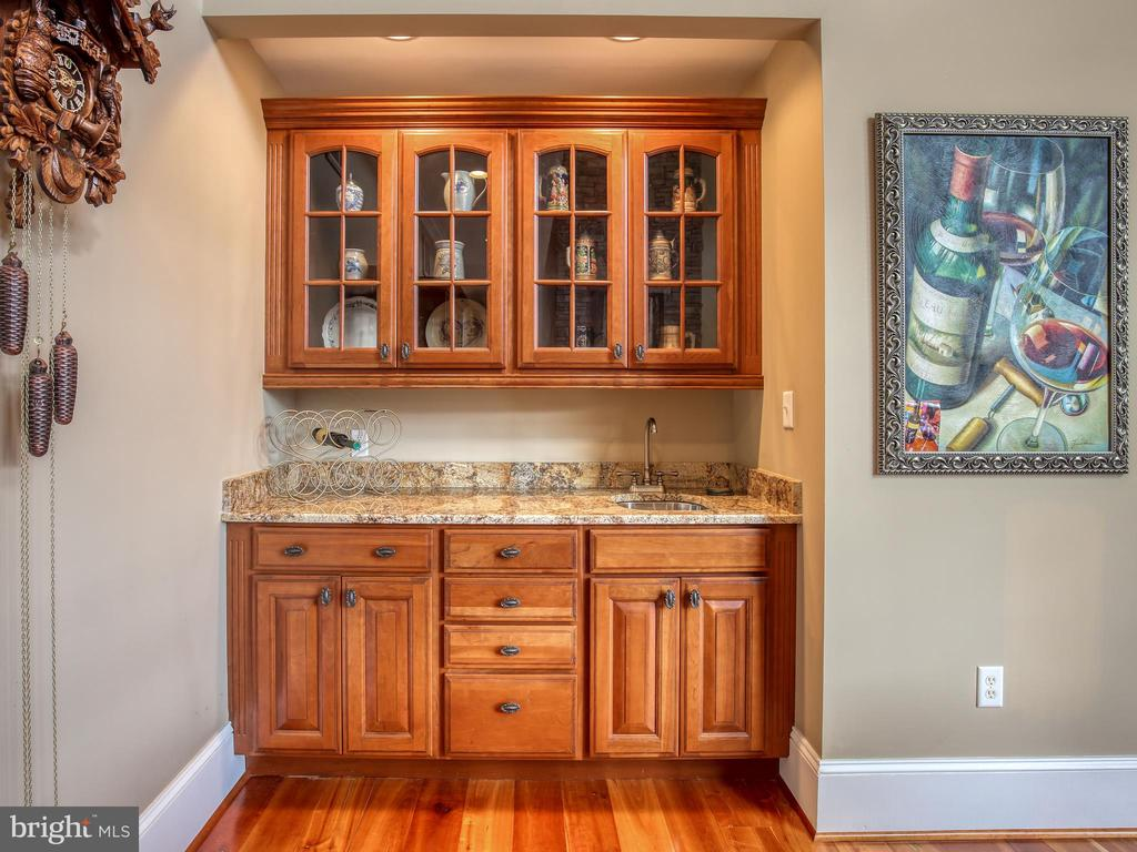 Great Room Wet Bar - 641 STONYMEADE DR, WINCHESTER