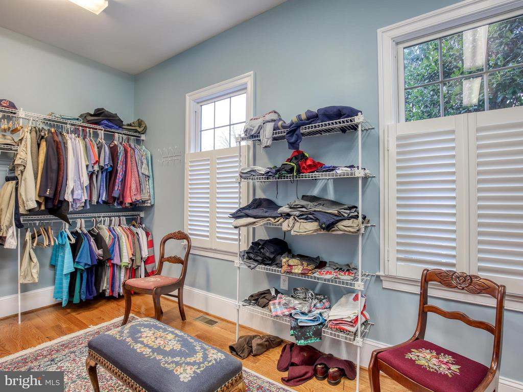 Walk-in Closet, Dressing Area - 641 STONYMEADE DR, WINCHESTER