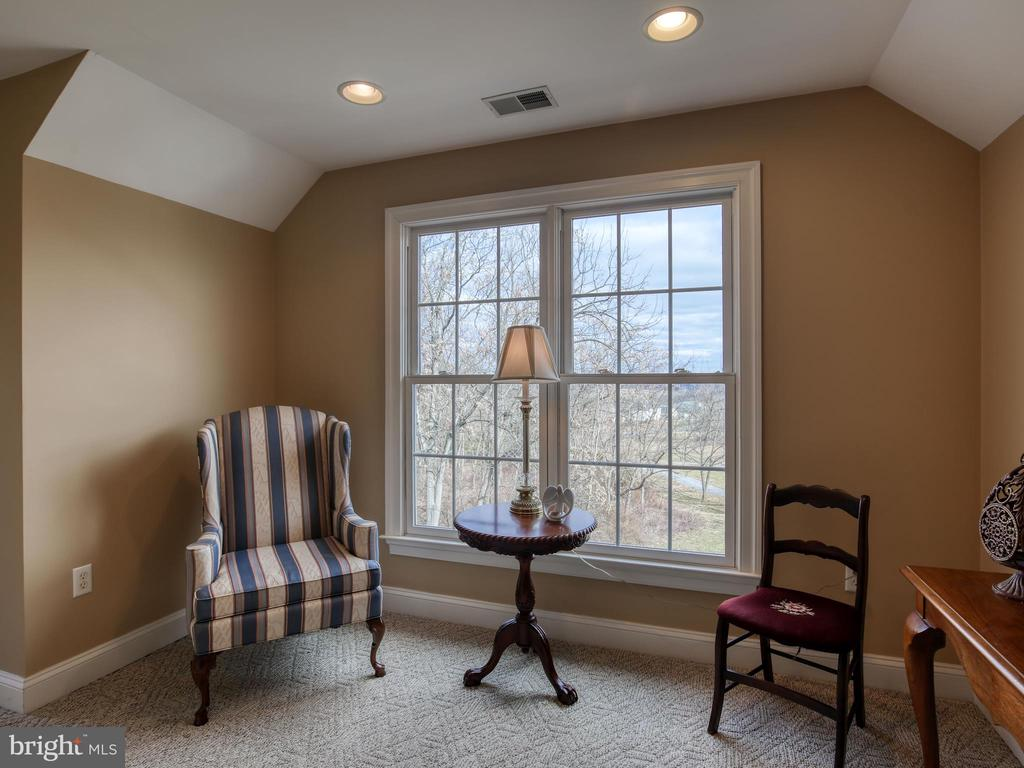Sitting Room Upper Level - 641 STONYMEADE DR, WINCHESTER