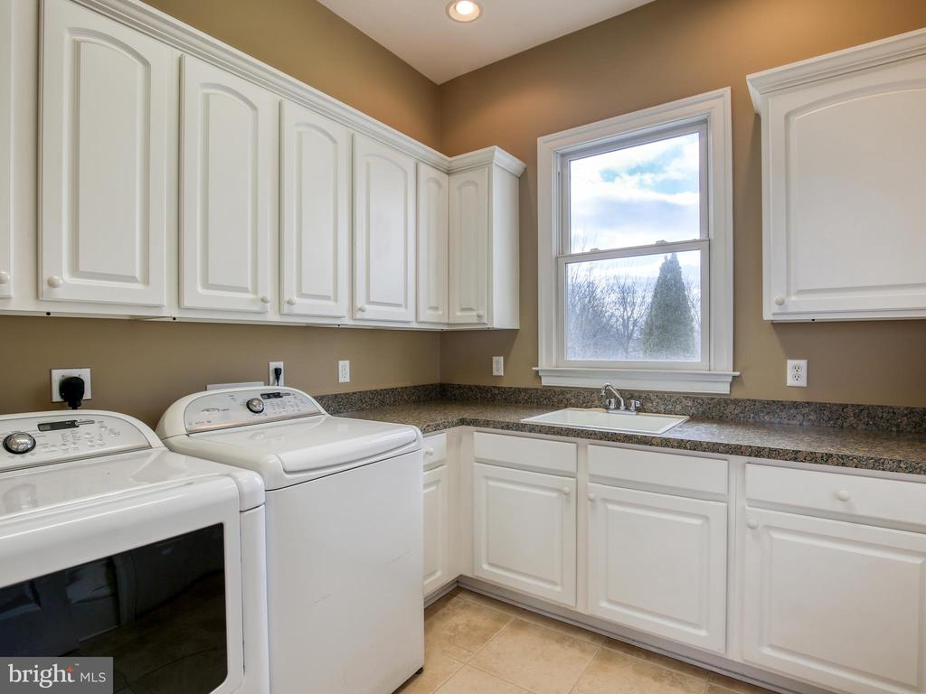 Large Laundry Room - 641 STONYMEADE DR, WINCHESTER