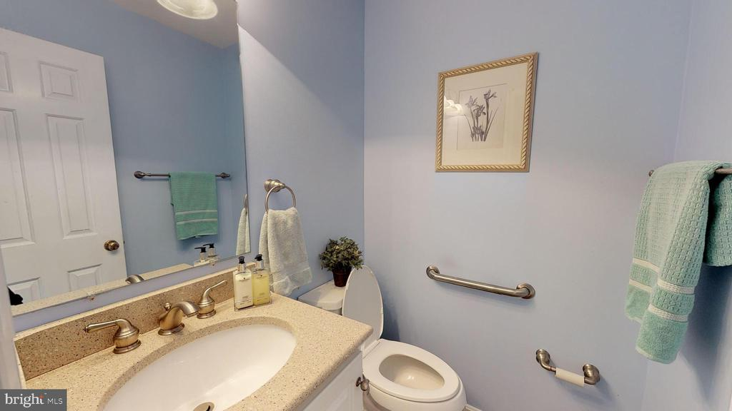 Updated half bath - 6935 COLBURN DR, ANNANDALE
