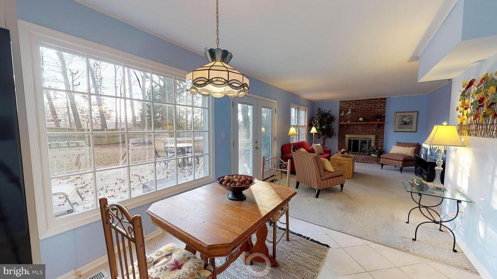 Sunny breakfast room with view of rear yard - 6935 COLBURN DR, ANNANDALE