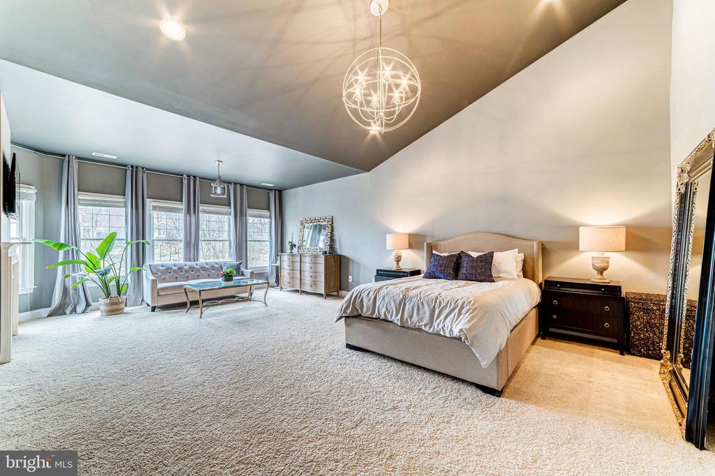 Tranquil master bedroom with relaxing sitting room - 18212 CYPRESS POINT TER, LEESBURG