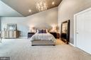 Dramatic vaulted ceilings - 18212 CYPRESS POINT TER, LEESBURG