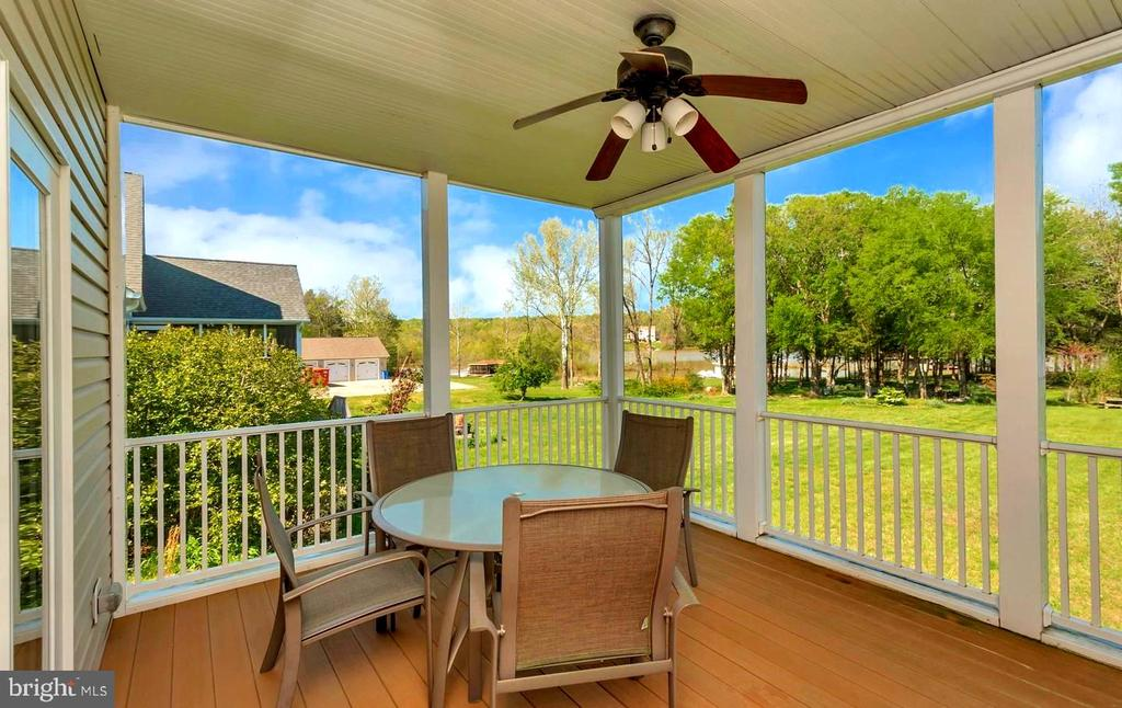 SCREENED IN PORCH W/VIEWS OF THE LAKE - 26515 PENNFIELDS DR, ORANGE