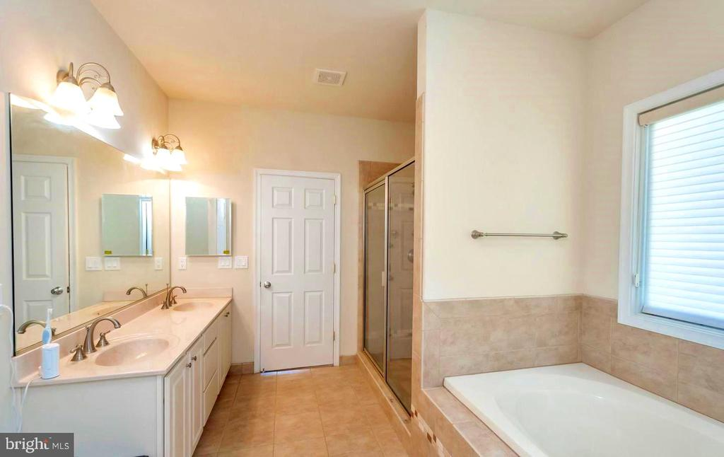 MASTER ENSUITE - 26515 PENNFIELDS DR, ORANGE