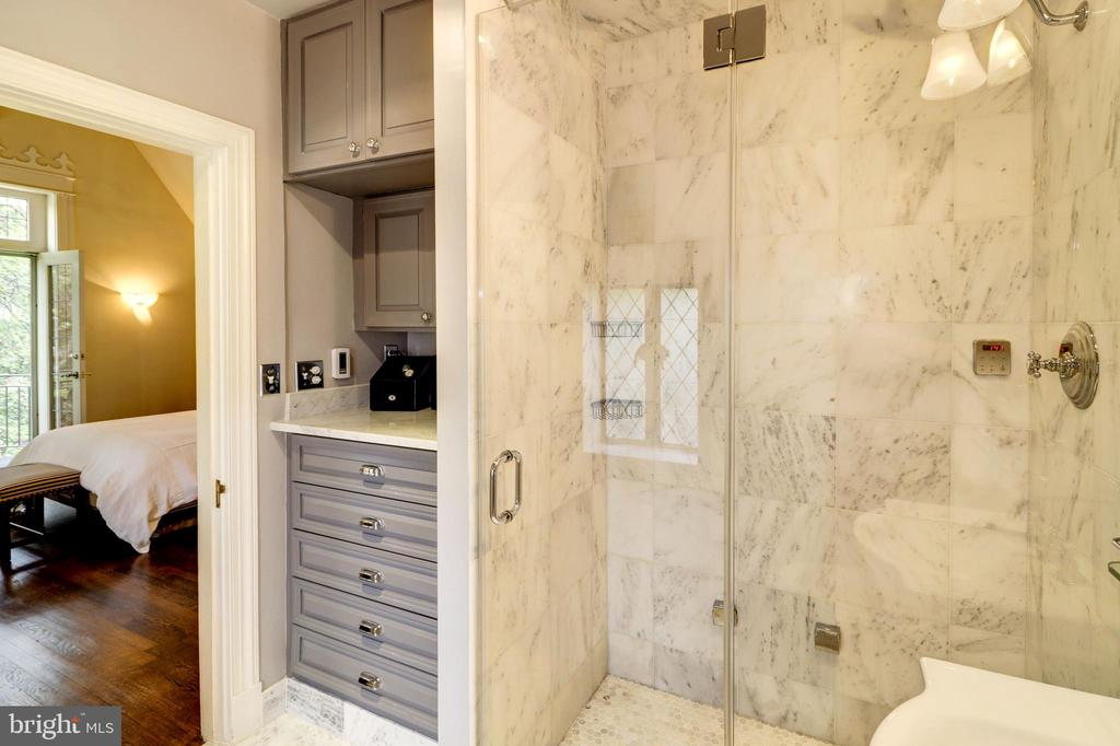 His Master Bath - 6412 ELMWOOD RD, CHEVY CHASE