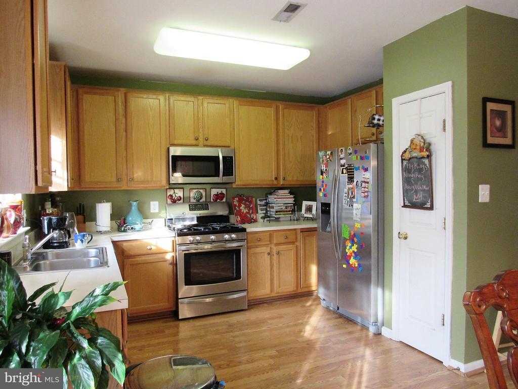 Kitchen - 43451 PARISH ST, CHANTILLY