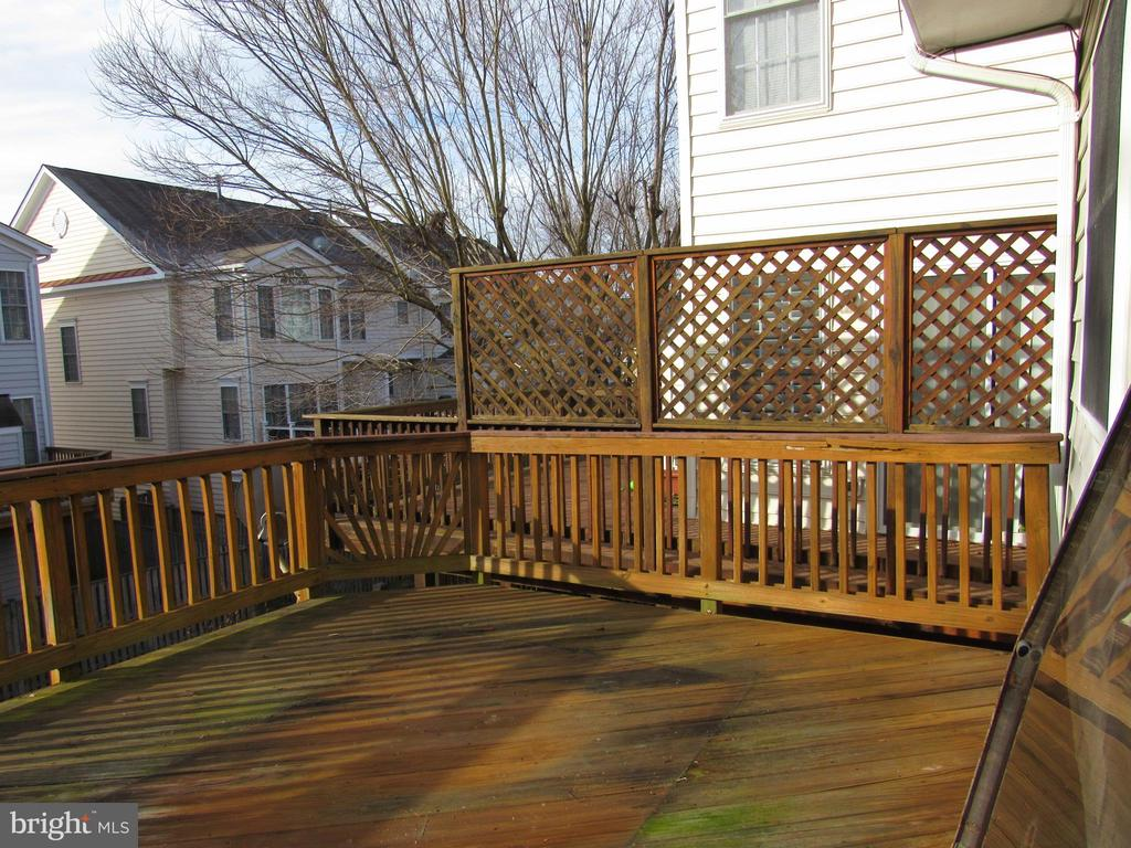 Deck - 43451 PARISH ST, CHANTILLY