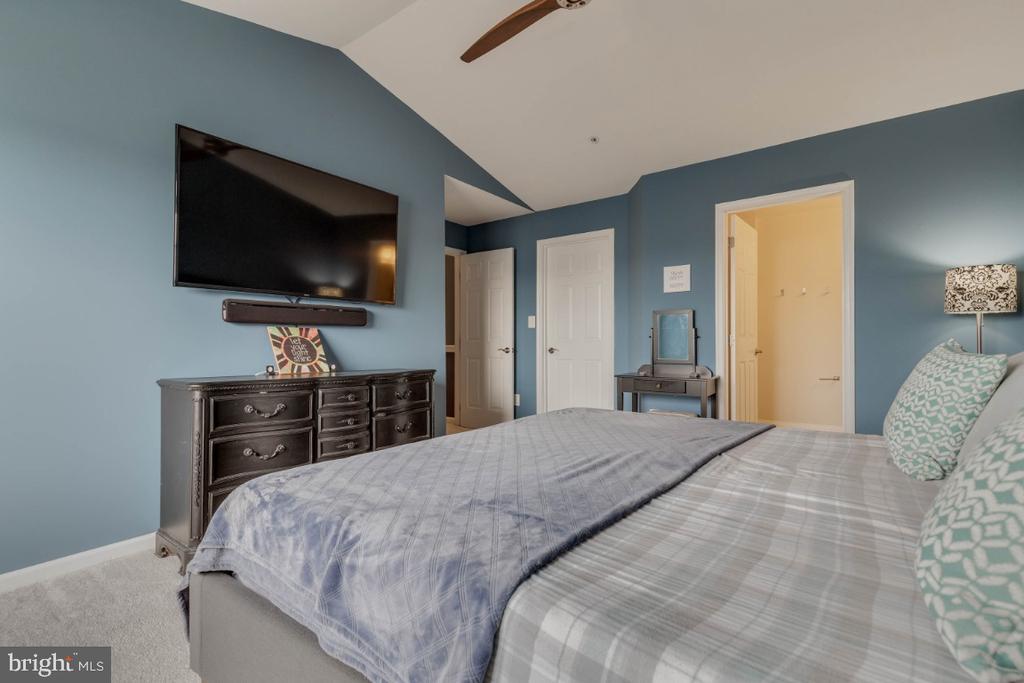 Master bedroom - 10998 KOMAN CIR #304, MANASSAS