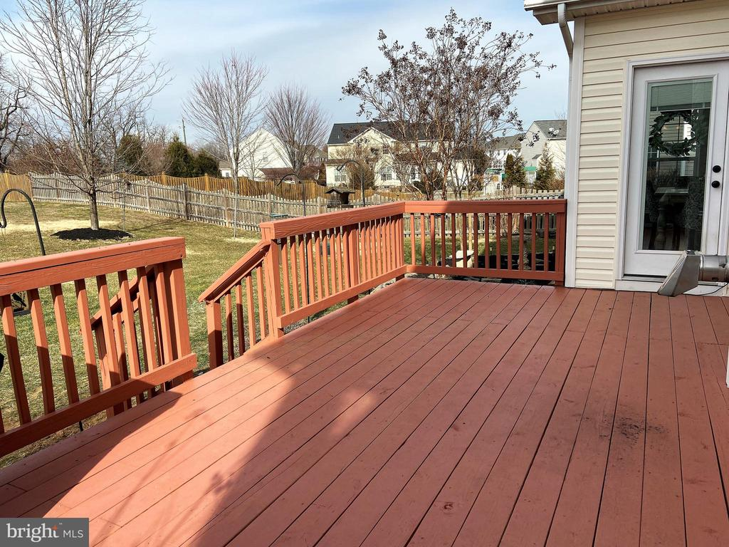 Deck for outdoor relaxation - 429 AUTUMN CHASE CT, PURCELLVILLE