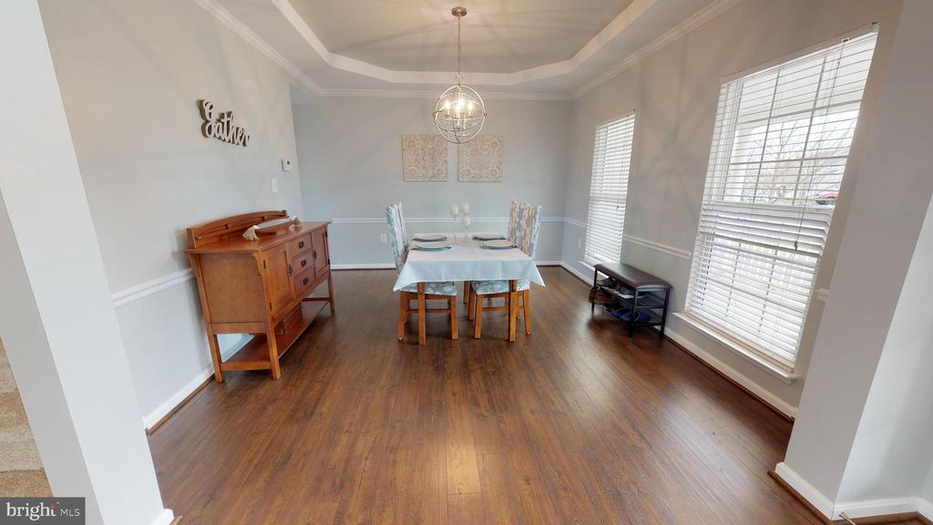 Guest-ready formal dining room with trim detailing - 429 AUTUMN CHASE CT, PURCELLVILLE