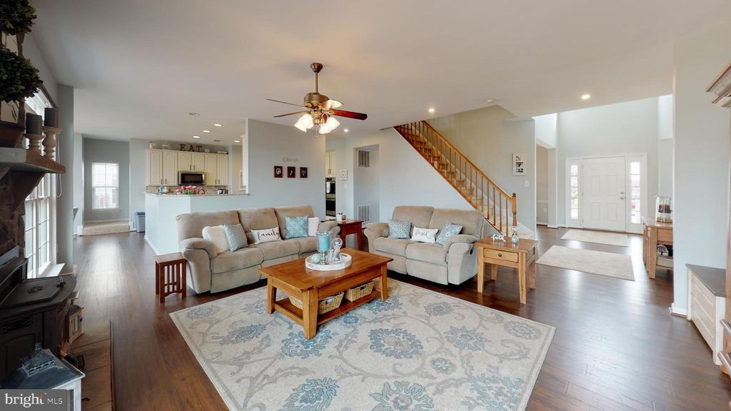 Oversized family room - 429 AUTUMN CHASE CT, PURCELLVILLE