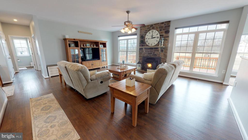 Awesome mountain views from rear facing windows - 429 AUTUMN CHASE CT, PURCELLVILLE