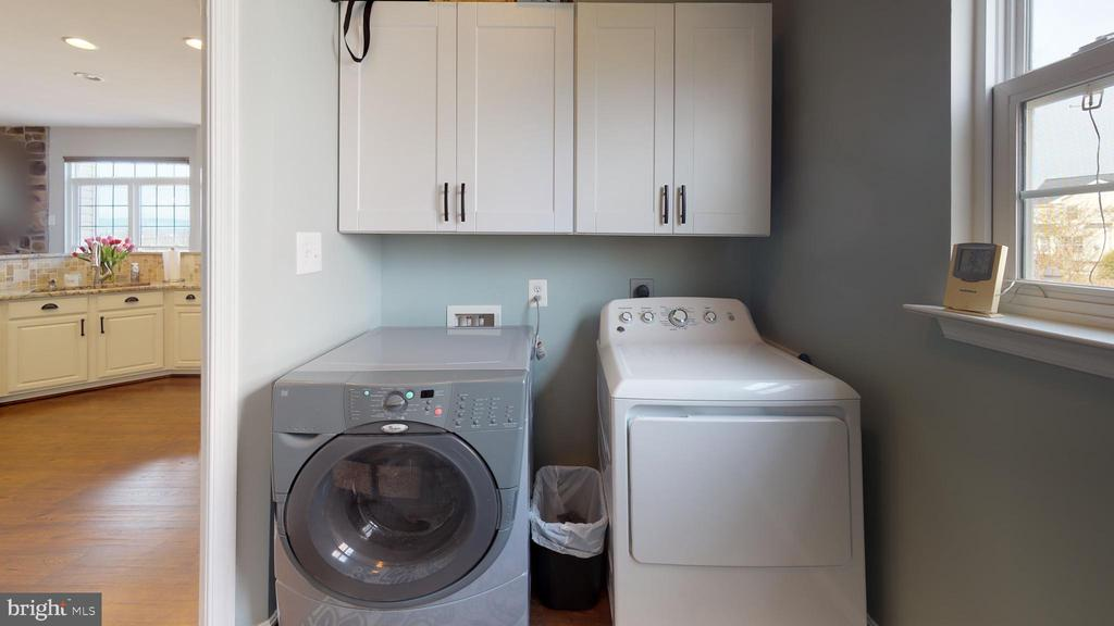 Laundry room and... - 429 AUTUMN CHASE CT, PURCELLVILLE