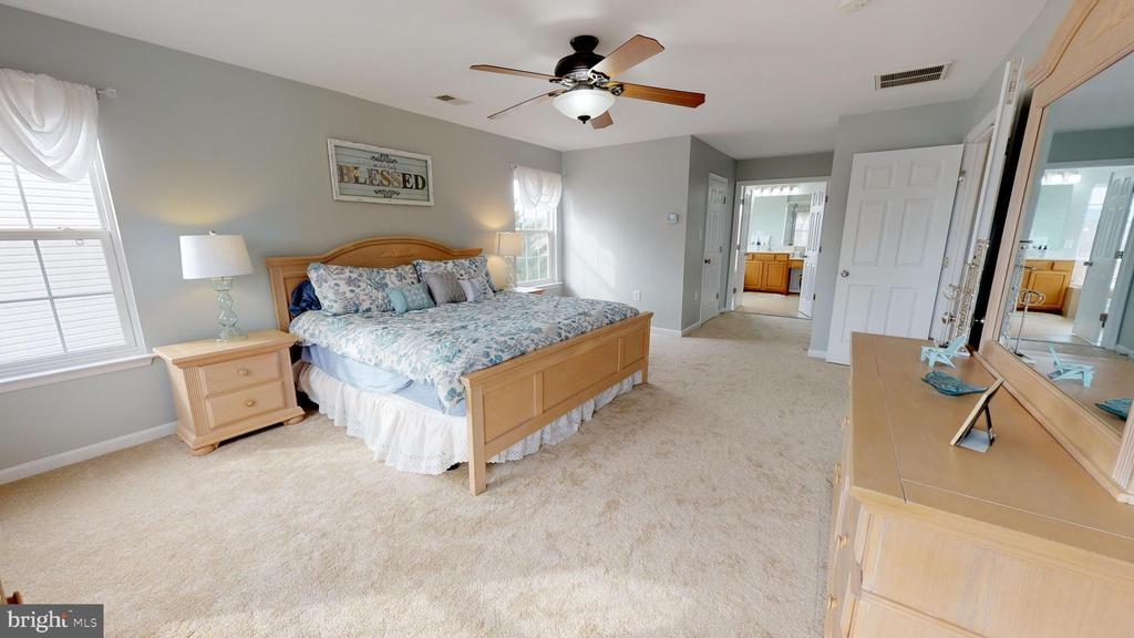 Dreamy oversized master suite - 429 AUTUMN CHASE CT, PURCELLVILLE