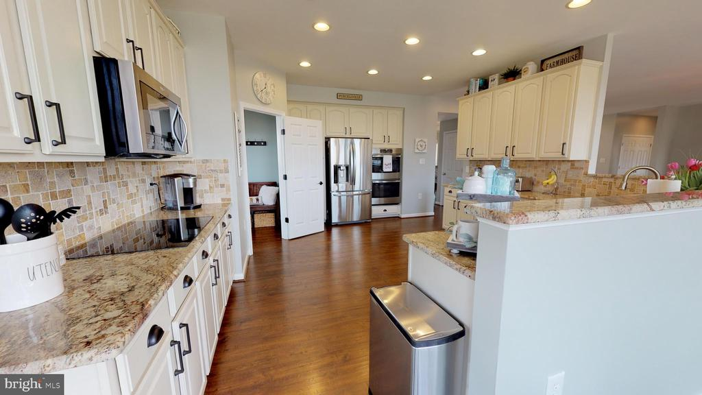 Gorgeous kitchen renovation in 2017 - 429 AUTUMN CHASE CT, PURCELLVILLE
