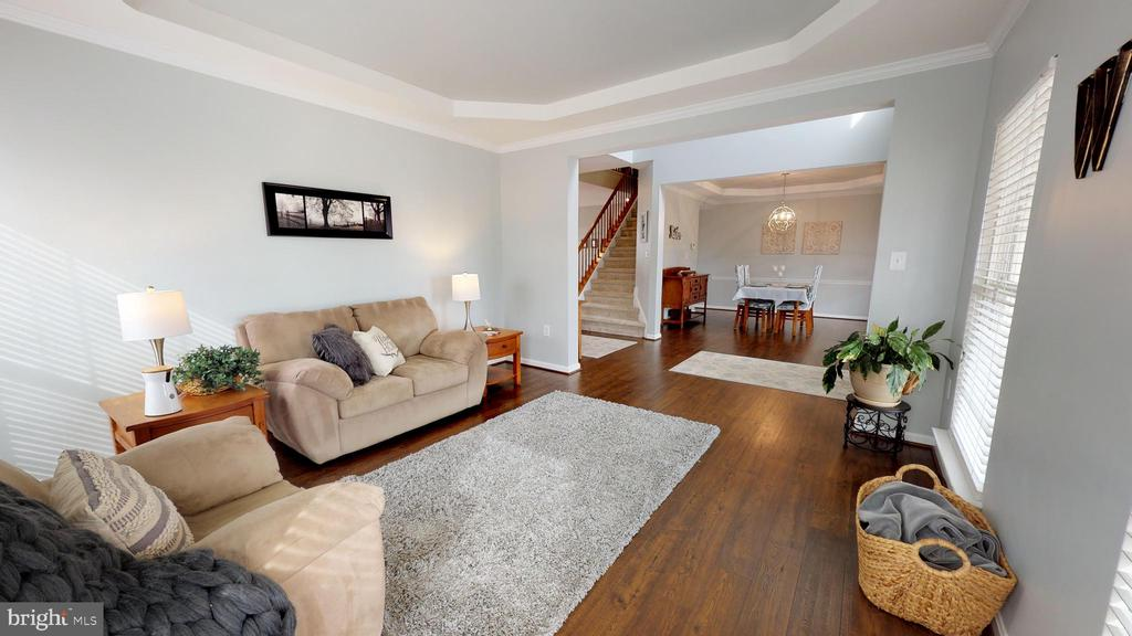Hardwood flooring carries throughout the main lvl - 429 AUTUMN CHASE CT, PURCELLVILLE