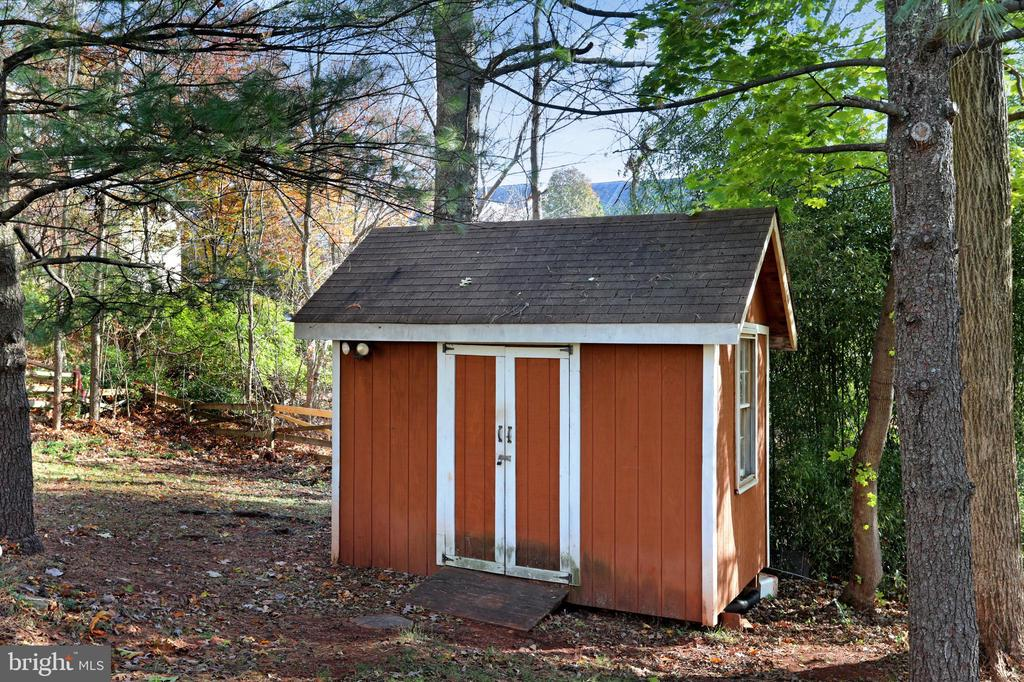 Storage Shed with electric - 45550 LAKESIDE DR, STERLING