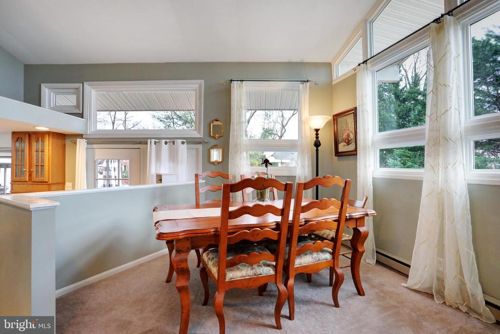 Dining Area - 45550 LAKESIDE DR, STERLING