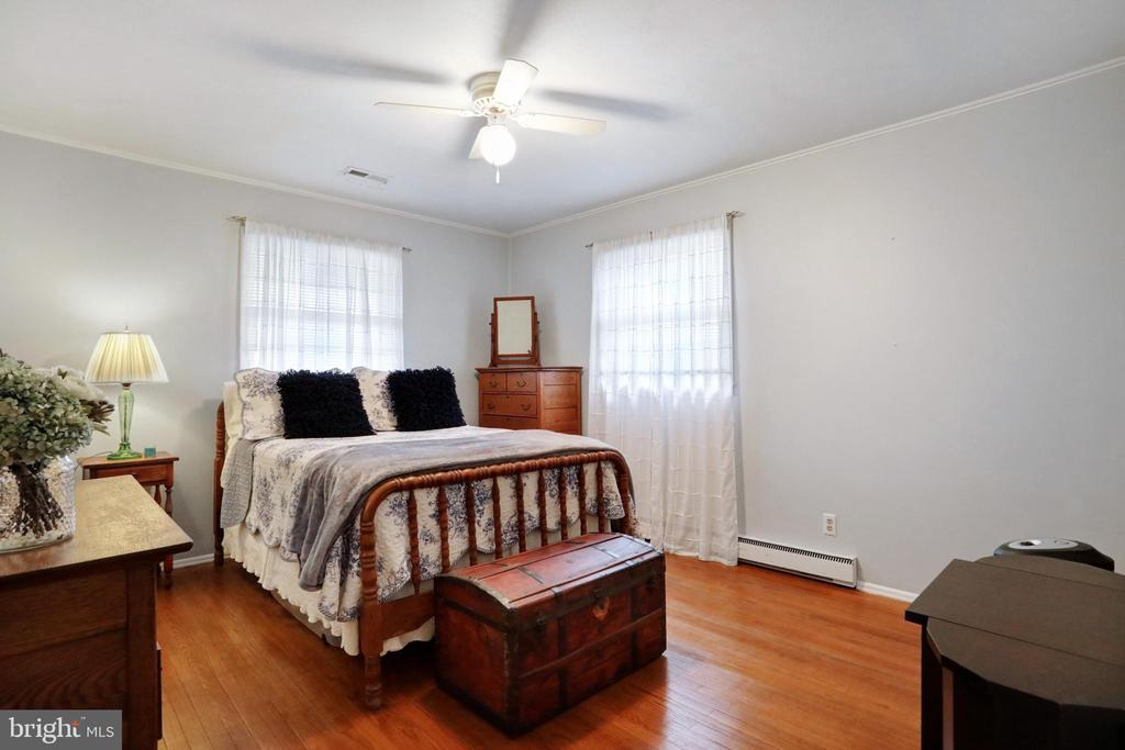 Hardwood Floors - 45550 LAKESIDE DR, STERLING