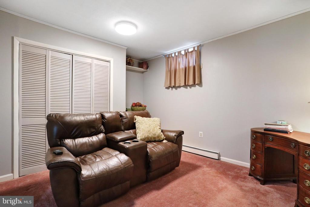 Bonus Room in Basement - 45550 LAKESIDE DR, STERLING