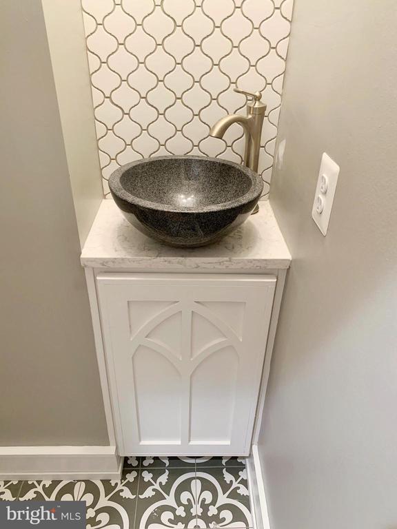 Custom Made Vanity with Vessel Sink in Powder Rm - 812 WEEDON ST, FREDERICKSBURG