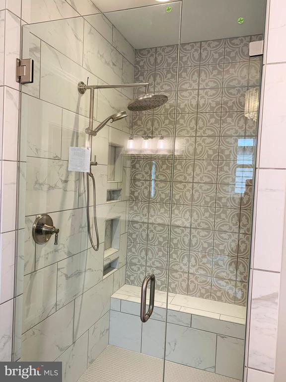 Master Bath Spa Shower - 812 WEEDON ST, FREDERICKSBURG