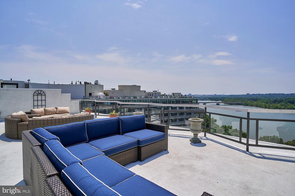 Roof top deck offers magnificent views of Potomac - 2700 VIRGINIA AVE NW #504, WASHINGTON