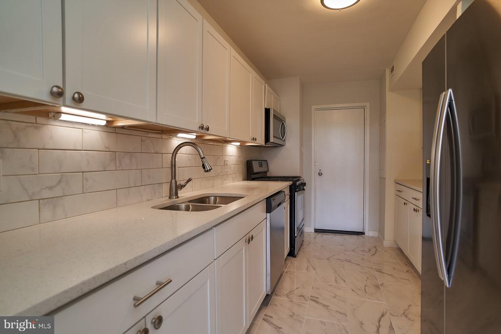 Tiled floor, Granite Counters and New Cabinets - 2700 VIRGINIA AVE NW #504, WASHINGTON