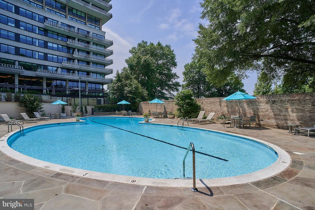 Large, Heated outdoor pool - 2700 VIRGINIA AVE NW #504, WASHINGTON