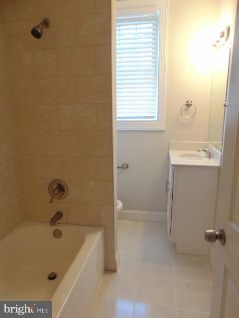 Bathroom - 1404 TUCKERMAN ST NW #104, WASHINGTON