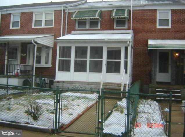 Single Family Homes 为 销售 在 Dundalk, 马里兰州 21222 美国