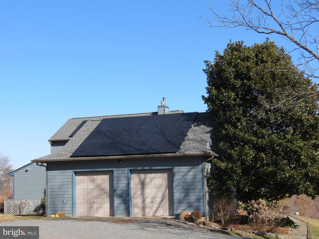 Attached two bay garage (additional solar panels) - 335 FODDERSTACK RD, WASHINGTON
