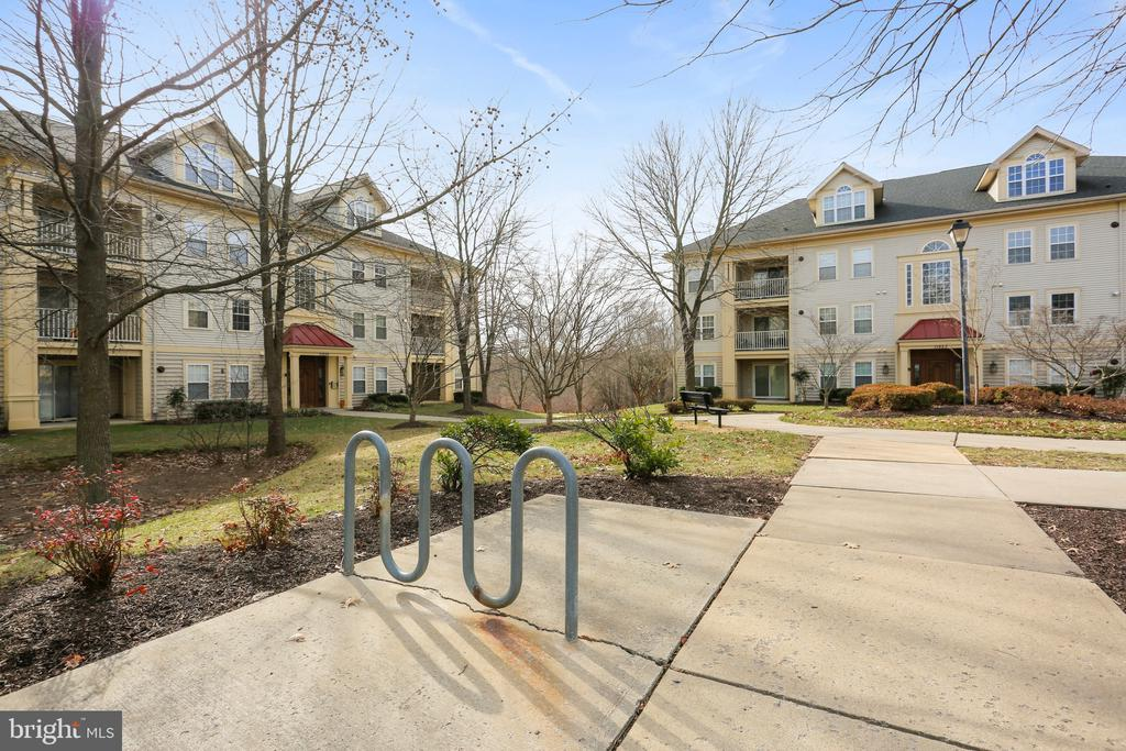 View of other buildings in the condominium - 11824 ETON MANOR DR #302, GERMANTOWN