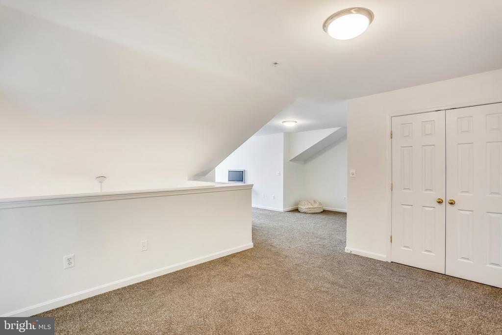 Leading to large office - 11824 ETON MANOR DR #302, GERMANTOWN