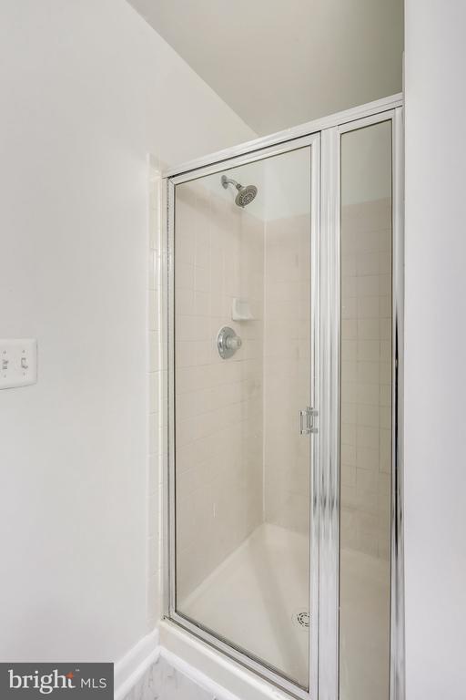 3rd full bath - 11824 ETON MANOR DR #302, GERMANTOWN