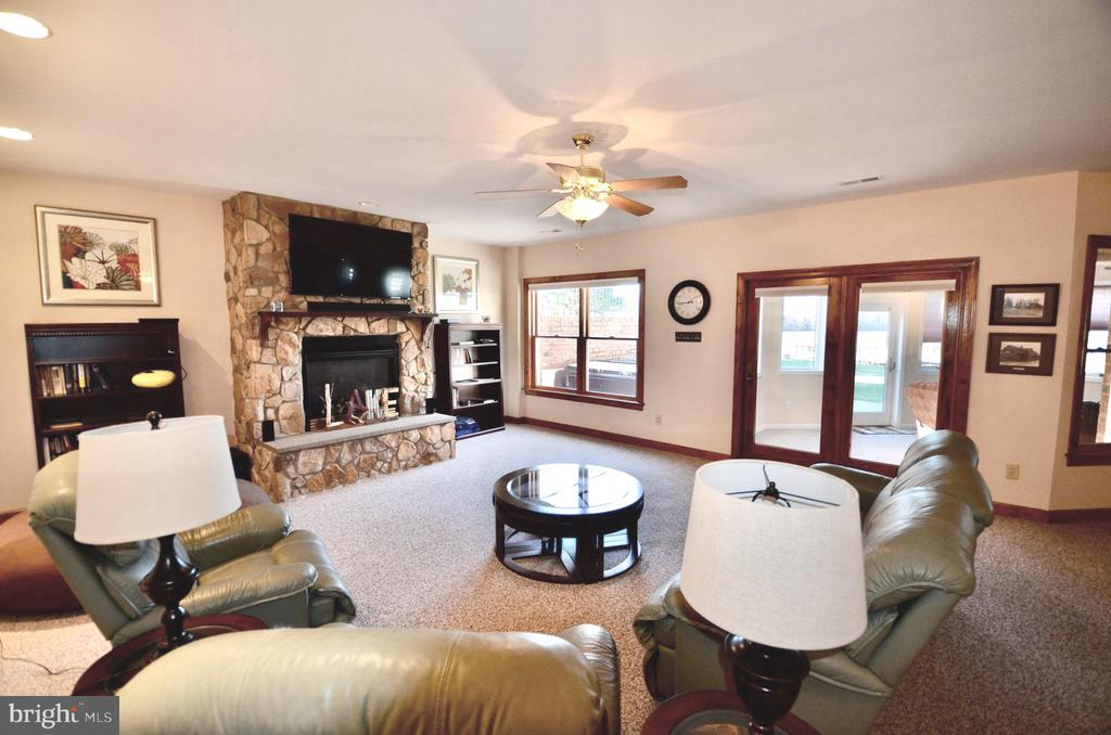 Fireplace with beautiful stone mantel. - 15805 BREAK WATER CT, MINERAL