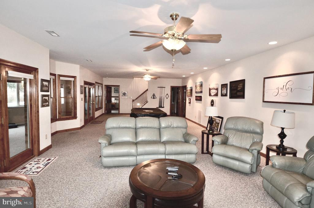 Recessed lighting and 2 ceiling fans - 15805 BREAK WATER CT, MINERAL