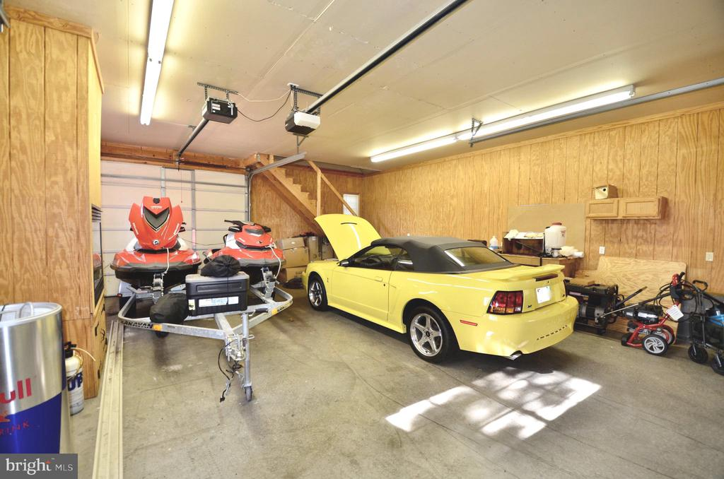 Large enough to fit car, and boat/or toys. - 15805 BREAK WATER CT, MINERAL