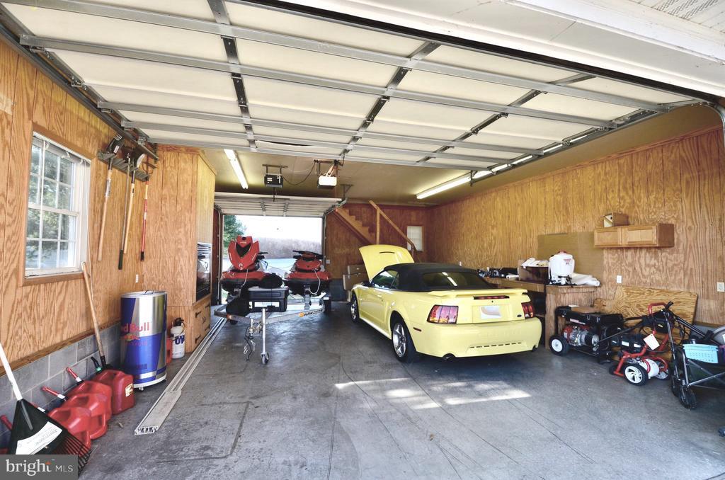 Workshop/garage with fireplace - 15805 BREAK WATER CT, MINERAL