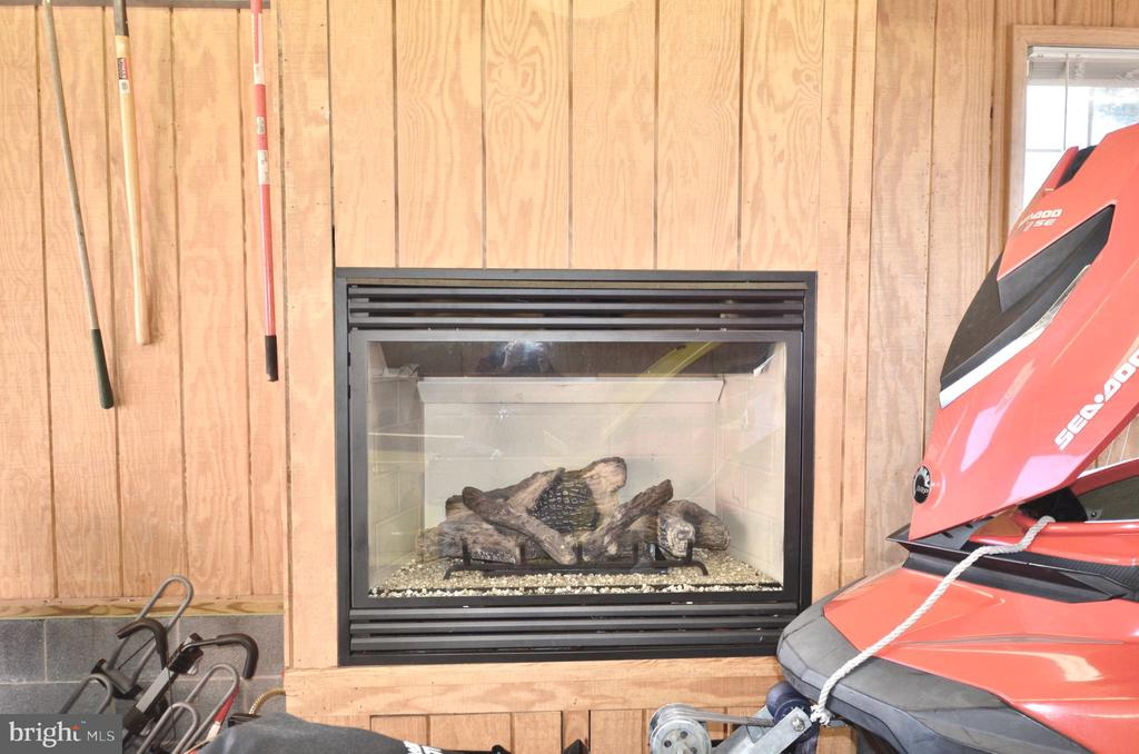 Gas Fireplace in garage with lg attic above - 15805 BREAK WATER CT, MINERAL