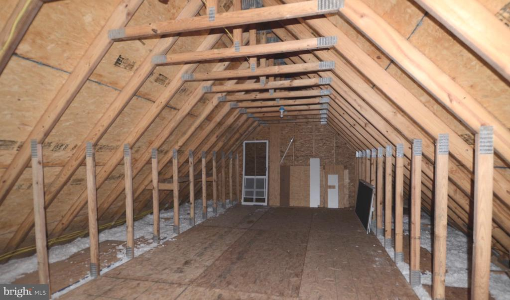 Finished attic for additional storage. - 15805 BREAK WATER CT, MINERAL