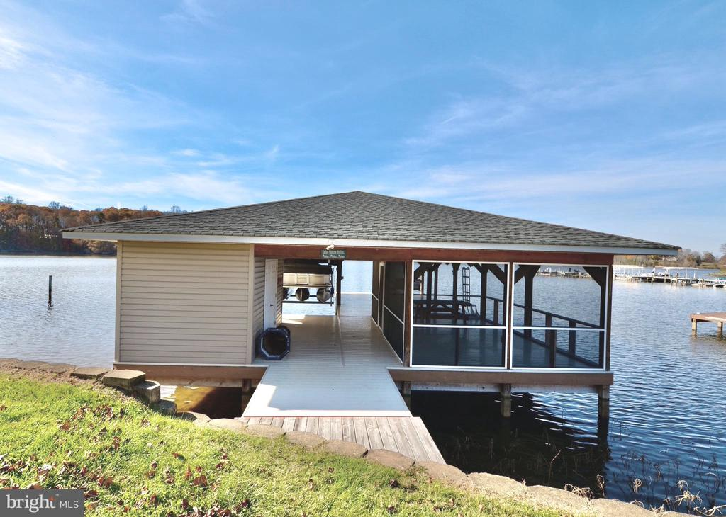 Private boathouse cabana with additional storage. - 15805 BREAK WATER CT, MINERAL