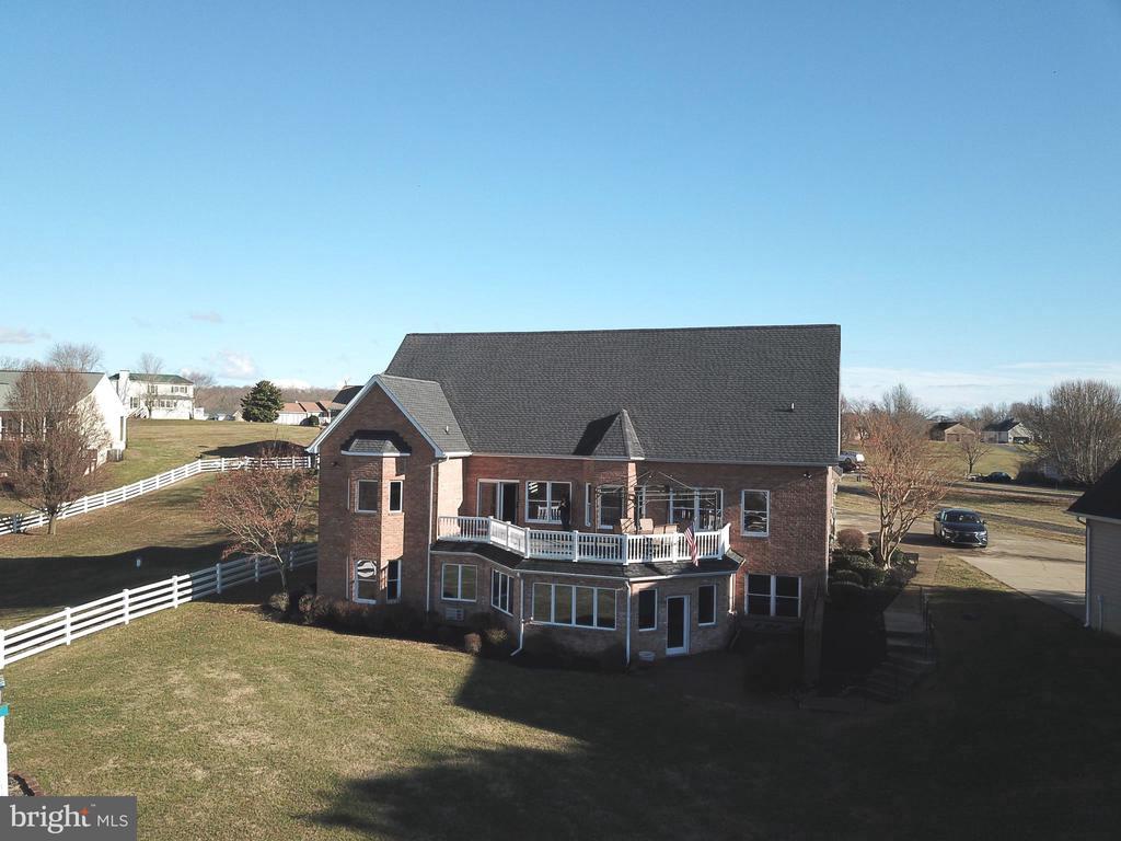 Maintenance free deck - 15805 BREAK WATER CT, MINERAL