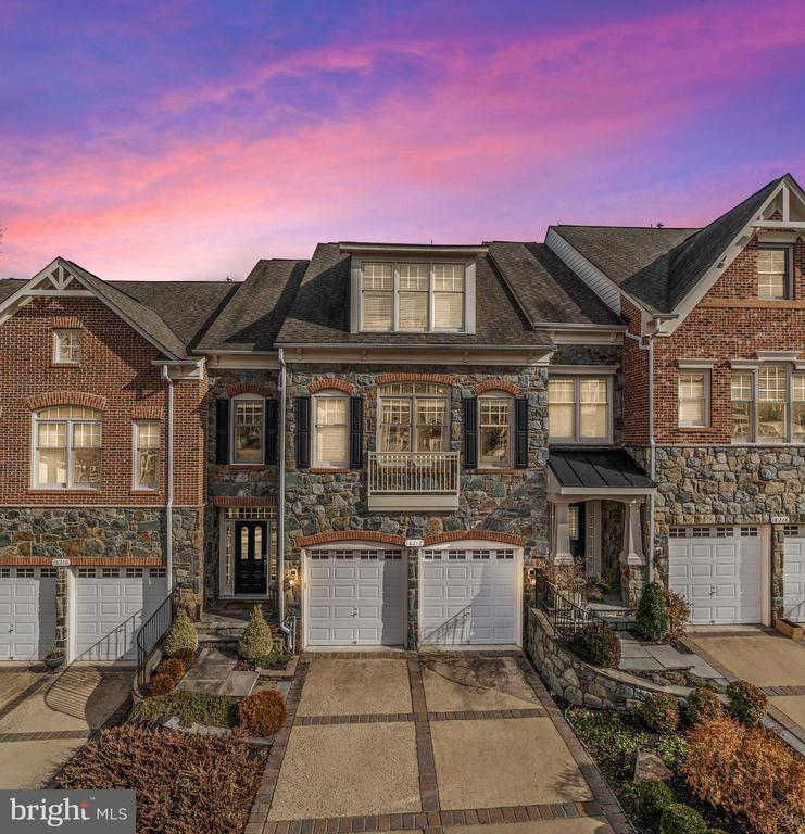 Breathtaking 4-story townhome in River Creek - 18212 CYPRESS POINT TER, LEESBURG