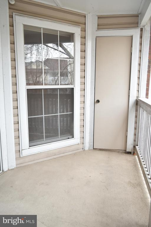 balcony with extra storage - 1504 LINCOLN WAY #312, MCLEAN